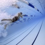 Comment se déroulent les courses de natation en bassin fermé ?
