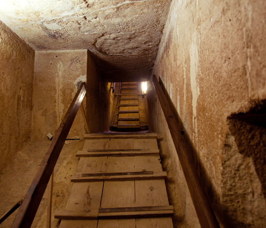 Qu'y a-t-il à l'intérieur de la grande pyramide ?