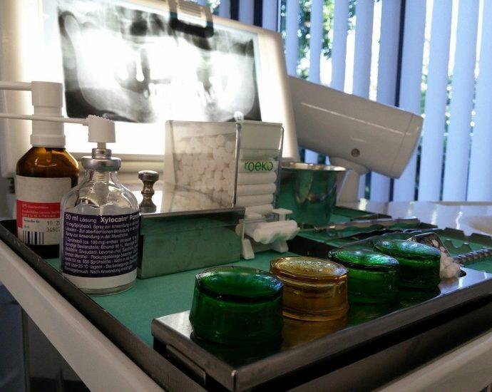 Quelles sont les techniques de pose d'implants dentaires ?