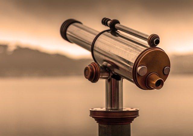 Quelle est la différence entre un télescope et des jumelles?